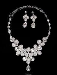Diamond jewelry  with flowery look would be sparkling with my black gown