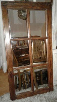 Antiguo marco de ventana convertido en decorativo espejo