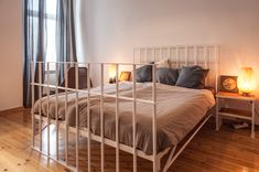 The world's most exciting bed. Auch erhätlich in Reinweiss. Das komfortable Bett, in dem sich ganz entspannt träumen, faulenzen, lesen oder einfach nachdenken lässt.#NOODLESFURNITURE