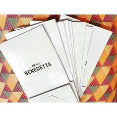 PACKAGING. Sobres de papel impreso con marca. #branding #paper #bag #white #packaging