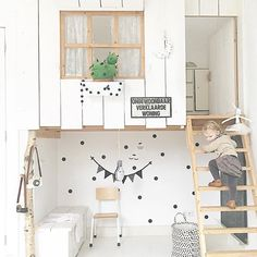 "Jacinta Oxford en Instagram: ""OMG these unique HOUSE BEDS are INCREDIBLE..... Pic credit @petitandsmall #kidsinterior #kidsroom #kidsbedroom #childrensroom #childrensinteriors #kidsdecor #decor #kidsbedroominspiration #childrensbedroom #childrensspaces #girlsroom #girlsbedroom #boysroom #boysbedroom #interiorinspo #bedroom #interiors #roxyoxycreations #sharedbedroom #housebed"""