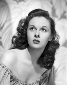 Susan Hayward born as Edythe Marrenner in Brooklyn, New York on 30 June She died 14 March 1975 in Hollywood, California Viejo Hollywood, Hollywood Icons, Hollywood Actor, Golden Age Of Hollywood, Vintage Hollywood, Hollywood Glamour, Hollywood Stars, Hollywood Actresses, Classic Hollywood