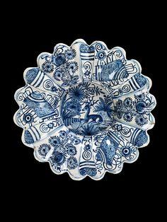 Dish  Portugal, Lisbon, ca. 1600-1650   Tin-glazed earthenware  London, Victoria  Albert Museum, 334-1876