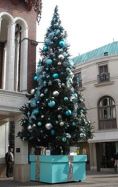 Cristhmas Tree Decorations Ideas : Tiffany & Co. Christmas Time Is Here, Noel Christmas, All Things Christmas, White Christmas, Christmas Photos, Christmas Ideas, Azul Tiffany, Tiffany Blue, Turquoise Christmas