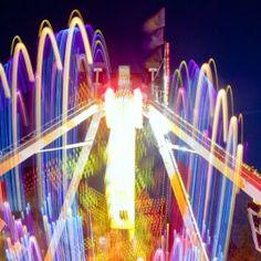 La Photographie de Nuit avec My New Stage Photo. Apprendre à saisir les lumières artificielles, filé la lumière, réaliser des poses longues et créer des photo de light-painting urbain. Un cours photo la nuit pour apprendre une technique singulière et amusante.  http://www.mynewstagephoto.com/produit/la-photographie-de-nuit/