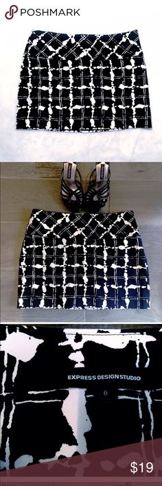 """❤️🆕 Express splatter print black & white mini Express NWOT- flawless. Stylish splatter/checkered pattern. Partial side zip. Shell is 99% cotton/1% spandex. Lining is 95% poly/5% spandex. Has some some stretch. Size 6. Approx 15"""" long with a 33"""" top hem. 🔴Bundle to save! 🔴NO TRADES, no modeling. 🔴REASONABLE offers welcome via offer button. Express Skirts Mini"""