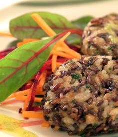 Vegetarian recipes: Spiced Black Rice Cakes with Lime Drizzle Spiced Rice, Black Rice, Rice Cakes, Vegetarian Food, Grains, Vegan Recipes, Lunch Box, Spices, Lime
