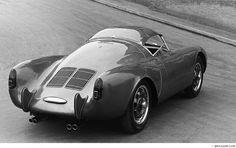 Porsche 550 with a hard top Porsche 550, Porsche Cars, Porsche Carrera, Maserati, Bugatti, Vintage Racing, Vintage Cars, Vintage Iron, Le Mans