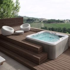 The Lodge L is a Jacuzzi® hot tub that provides hydrotherapy for between 5 and 6 people, making it ideal for larger holiday homes. Jacuzzi Hot Tub, Hot Tub Garden, Hot Tub Backyard, Small Backyard Pools, Jacuzzi Outdoor Hot Tubs, Pool Spa, Whirlpool Deck, Kleiner Pool Design, Small Pool Design