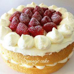 Facebook WhatsApp Twitter Google + Pinterest Sponge cake alle fragole e crema chantilly La sponge cake è una torta alta e soffice di origine inglese spesso utilizzata come base per creare torte a più piani che poi verranno farcite e rivestite con pasta di zucchero. In questo articolo vi presenterò la mia versione a base …