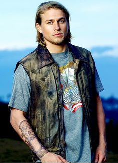 Welcome to Hunnam Source, your number one source for everything Charlie Hunnam, best known for his role of Jax Teller in FX drama show Sons of Anarchy, Raleigh Becket in Pacific Rim and Perceval Fawcett in the upcoming movie The Lost City of Z. British Men, British Actors, Sons Of Anarchy Samcro, Brother From Another Mother, Charlie Hunnam Soa, Jax Teller, Teen Wolf Boys, Gorgeous Men, Sexy Men