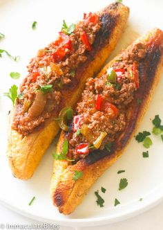Stuffed Baked Plantains - Immaculate Bites - Stuffed Baked Plantains – roasted plantains filled with seasoned ground meat, tomatoes, onions, b - Boricua Recipes, Mexican Food Recipes, Beef Recipes, Cooking Recipes, Amish Recipes, Dutch Recipes, Antipasto, Puerto Rican Dishes, Breakfast