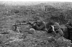 A German non-commissioned officer and a machine gunner zero in on an enemy Soviet position during the Battle of Kursk (German: Unternehmen Zitadelle); the Germans hoped to weaken the Soviet offensive potential for the summer of 1943 by cutting off a. Luftwaffe, American Civil War, American History, Non Commissioned Officer, War Image, Civil War Photos, Vietnam War, Military History, World War Ii