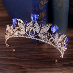 Cute Jewelry, Hair Jewelry, Gold Bridal Crowns, Bridal Tiara, Bridal Headpieces, Vintage Wedding Gifts, Vintage Bridal, Crown Aesthetic, Crystal Crown