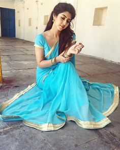 Sonarika Bhadoria - Reel life As Parvati in Devon Ke Dev. Half Saree Designs, Saree Blouse Designs, Indian Beauty Saree, Indian Sarees, Silk Sarees, Indische Sarees, Sonarika Bhadoria, Indian Tv Actress, Saree Photoshoot