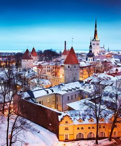 This picture: The medieval old town of Tallinn, Estonia, looking beautiful under a sprinkling of snow, as pictured by Matt Munro. #tallinn #estonia #winter