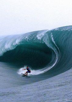 Surf in the bigs waves is a spectacular thing! check out the video.Surf in the bigs waves is a spectacular thing! check out the video. Big Wave Surfing, Huge Waves, Kayak, Ocean Waves, Ocean Beach, Belle Photo, Rafting, Scenery, Around The Worlds