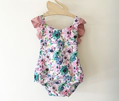 Baby and kids clothing handmade with love for the little stars of the world! Floral Romper, Little Star, No Frills, Floral Tops, Kids Outfits, Rompers, One Piece, V Neck, Stars