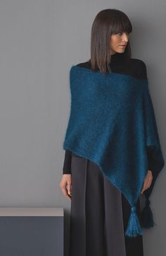 Poncho knitting: detailed instructions for copying - Kapuzenschal Stricken Knitted Throw Patterns, Poncho Knitting Patterns, Knitted Throws, Knitted Poncho, Knitted Shawls, Crochet Patterns, Hooded Scarf, Knitting Accessories, Alternative Fashion