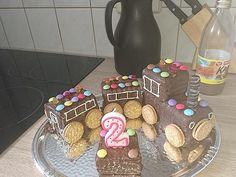 Best Cake : Fast train - cake by das_schessi Birthday Parties, Birthday Cake, Gingerbread Cookies, Desserts, Recipes, Food, Train Cakes, Children, Kids