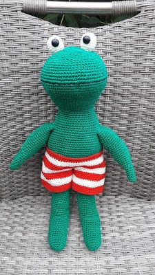 of 12 mm) – ik gebruikte 12 mm Synthetische vulling – ik gebruikte Amigurumi Toys, Cuddling, Flamingo, Hand Knitting, Knit Crochet, Dinosaur Stuffed Animal, Crochet Patterns, Cute, Kids