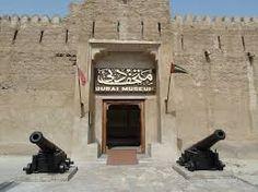Op foto is de ingang van Dubai Museum te zien.