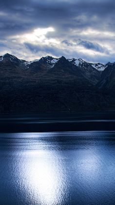 Lake Wakatipu, near Queenstown, New Zealand ~ iPhone 5s wallpaper