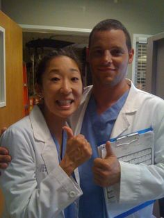Grey's Anatomy Season 8 BTS picture of the episode (Sandra Oh Justin Chambers) Greys Anatomy Season 8, Greys Anatomy Funny, Greys Anatomy Cast, Derek Shepherd, Best Tv Shows, Favorite Tv Shows, Grey's Anatomy Wallpaper, Justin Chambers, Grey's Anatomy Tv Show