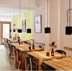 Vegane und vegetarische Küche gibts in Düsseldorf im Restaurant SchnellVeg. Inspiriert durch verschiedene internationale Spezialitäten, versucht man hier in der Bagelstraße immer wieder etwas Neues zu erschaffen und die Gäste mit schmackhaften Speisen zu begeistern