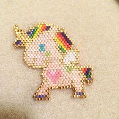 Baby unicorn #jenfiledesperlesetjassume #miyuki #handmade #dufiletdesperles #peyote #brickstitch #unicorn #rainbow #diy #perlezmoidamour #matierepremiere #perlesandco