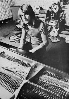 Mike Oldfield. An incredible polystrumentist