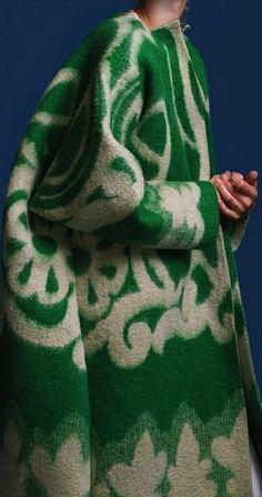 manteau vert et blanc Kaamos/ Marit Ilison Fashion Moda, Look Fashion, High Fashion, Womens Fashion, Fashion Design, Net Fashion, Fashion News, Fashion Outfits, Mode Style