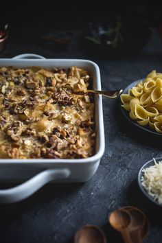 Walnut-Crusted Brie Mac and Cheese with Apples