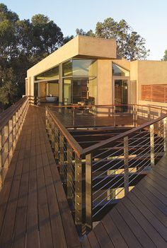 Point Dume Residence by Griffin Enright Architects. The site rests atop one of the highest points in Point Dume, Malibu, California Elements Of Design, Modern Design, Balcony Design, Flat Roof, Wooden Flooring, Creative Home, Modern Architecture, Swimming Pools, Contemporary