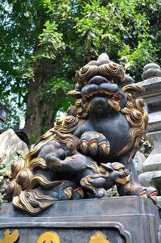Guardian Lion   Narita-san Shinsho-ji (Shingon Buddhist Temple), Narita, Japan Chinese Culture, Japanese Culture, Japanese Art, Japanese Buddhism, Narita Japan, Stone Lion, Foo Dog, Buddhist Temple, Japanese Architecture