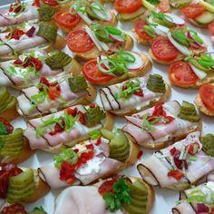 minichlebíčky různých chutí - jsou dobré a jíst Vás nutí www.cukrovi-kuncovi.cz  obložené chlebíčky, jednohubky, kanapky, minichlebíčky, slané dorty, obložené mísy, dorty klasické, ovocné, svatební, dětské, ovocné, šlehačkové,  minizákusky, svatební cukroví, svatební koláčky, vánoční cukroví, čajové pečivo, slané tyčinky a další můžete mít od Kuncovi, Brno - Maloměřice, Hádecká 8 Caprese Salad, Food, Essen, Meals, Yemek, Insalata Caprese, Eten