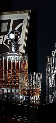 Decanter with Whisky Gentleman Stil, Style Gentleman, Gentleman Decor, Cigar Lounge Decor, Cigar Lounge Man Cave, Don Perignon, Gentlemans Lounge, Wedding Gifts Online, Cigar Bar