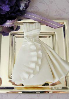 Beautiful wedding dress cookie.