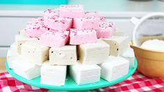 Hey guys! These homemade marshmallows are SO yummy, and much, much better than the store-bought kind! Seriously, it's like a whole different confection :D En...