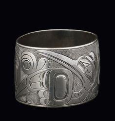 Bird Bracelet, pre-1879 « Charles Edenshaw Native Indian, Native Art, Native American Art, Art Nouveau Ring, Haida Art, Inuit Art, Native Design, Viking Art, Sterling Jewelry