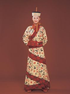 Han Dynasty Women's clothing during Qin (221 to 206 BC) and Han Dynasty  (221 B.C – 220 A.D)