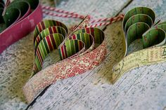 Simple and effective paper heart Christmas decorations with step by step tutorial.