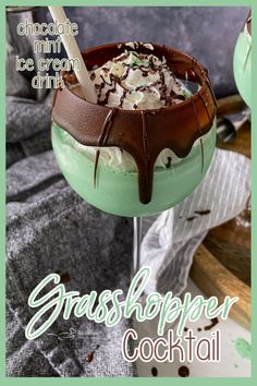 The BEST Grasshopper Cocktail - Boozy Chocolate Mint Ice Cream Drink Christmas Drinks, Holiday Drinks, Fun Drinks, Beverages, Alcoholic Ice Cream Drinks, Christmas Cooking, Party Drinks, Mixed Drinks, Holiday Treats
