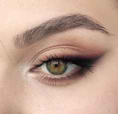 Sexy Smokey Eye Makeup Ideas for Prom and Wedding 2019 - Page 34 ., Sexy Smokey Eye Makeup Ideas for Prom and Wedding 2019 - Page 34 of 60 - Diaror . - Sexy Smokey Eye Makeup Ideas for Prom and Wedding 2019 -. Sexy Smokey Eye, Smokey Eye Makeup Look, Smokey Eyeliner, Eyeliner Ideas, Soft Eye Makeup, Natural Smokey Eye, Wedding Smokey Eye, Brown Makeup Looks, Light Eye Makeup