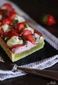 Pistazientarte mit Erdbeeren & Rhabarber | MaLu's Köstlichkeiten