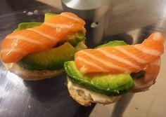 Canapés de Salmón fácil rápido y rico Receta de geri : @cocinacaseraya en Instagram - Cookpad Canapes Salmon, Sushi, Appetizers, Ethnic Recipes, Food, Instagram, Gourmet, Savory Snacks, Easy Food Recipes