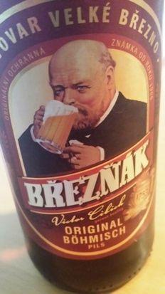 (Bier 15 ) Březňák ★★★ Ein böhmisches Pilsener aus der tschechichen Brauerei Velké Březno. Dunkelblond, üppiger Schaum, feinherber hopfig-malziger Duft, süffig mit 5,1% vol. Alkohol und 11,9 ° Stammwürze. Im Jahre 2002 wurde es unter den hellen Bieren mit dem Titel Bier der Tschechischen Republik ausgezeichnet