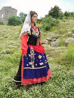 Sarda-Shurdhahu, Albanian national dress from Malsia and Dukagjini