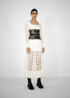 Fall 2021 Trend: Black & White [PHOTOS] – WWD Fall Fashion Trends, Fashion News, High Fashion, Fashion Show, Womens Fashion, Black White Photos, Black And White, White Runway, Fashion Plates