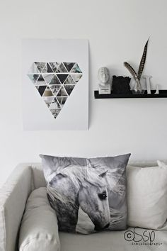 DIY Wall Art using Magazine Photos and Advertisements . #DIYdecor #recyclecraft #reuse #oldmagazines #diamond #triangles #shapeart #DIYcraftsandart DIY Fredag: Lav geometrisk diamant billede af trekanter #papercraft http://livingsweetliving.dk/blog/2015/07/diy-diamantbillede This wall decoration comes from the Norwegian blog Saks Stein Paper, and is a fine geometric diamond picture of magazine clippings.